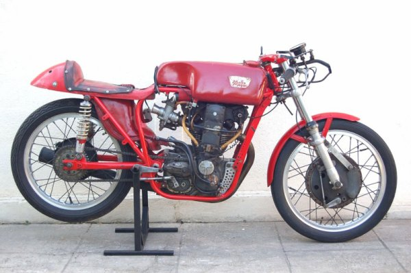 Bellissima !  la 250 Morini Rebello   ( 1958 )    documents Ubert Rigal