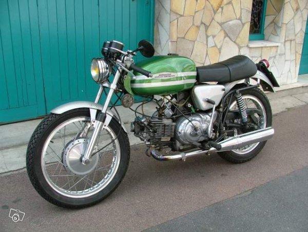 Aermacchi :    Les motos .