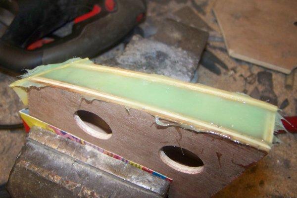 Construire un modéle réduit de bateau  .   Part 1 1 .  Le roof AV suite .