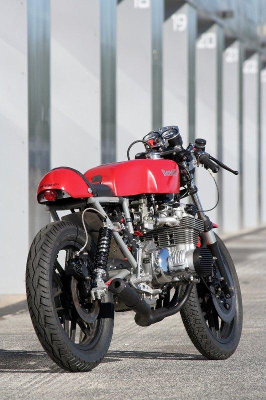 La bécane de la semaine :   Les  Benelli  750 et 900 six cylindres .