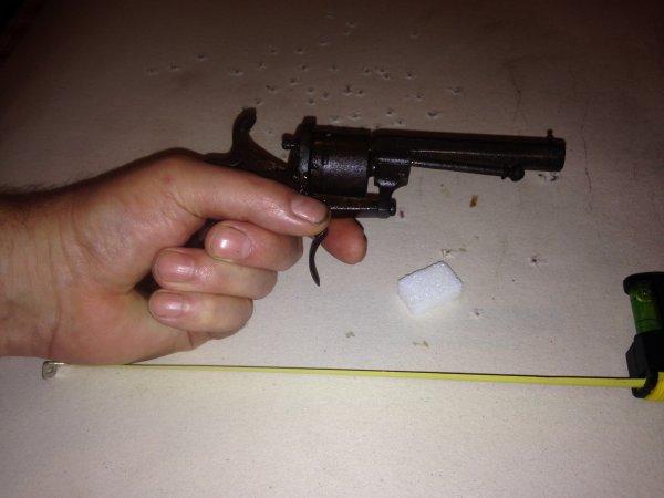 Un adorable révolver :  Le 7mm à broche type Lefaucheux .