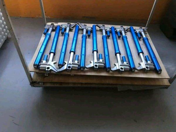 Fourche moto3 125 /pit/moto4 disponible dès octobre avec plusieurs entraxe d'étirer .