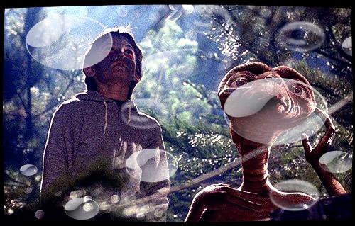 Image retouche E.T l'extra-terrestre E.T et Elliot