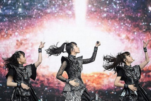 """Paroles de """"Doki Doki Morning"""" + image Babymetal"""