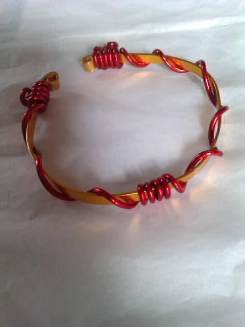 bracelet rouge et doré