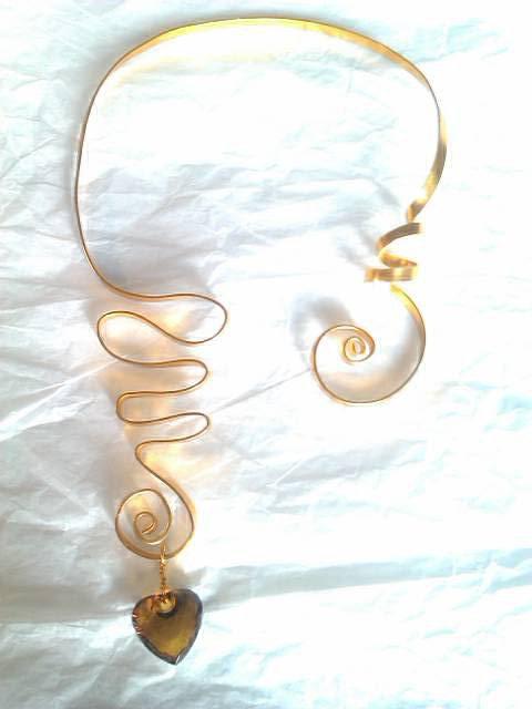collier doré et son coeur 12