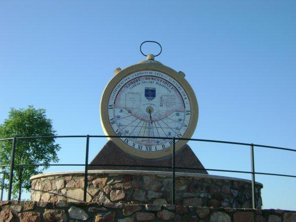 Le cadrant solaire du site touristique des belvédères à Commelle-Vernay