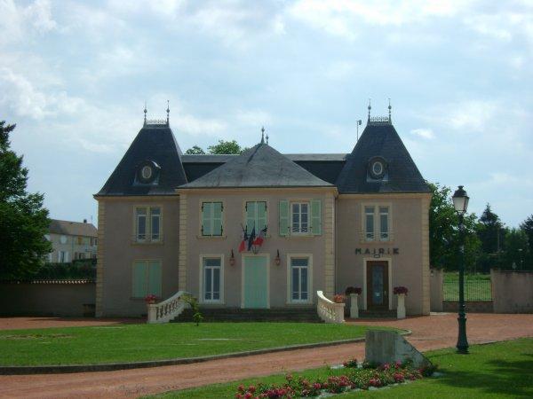 La mairie de Commelle-Vernay