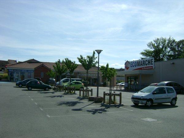 L'espace commercial du parc à Commelle-Vernay