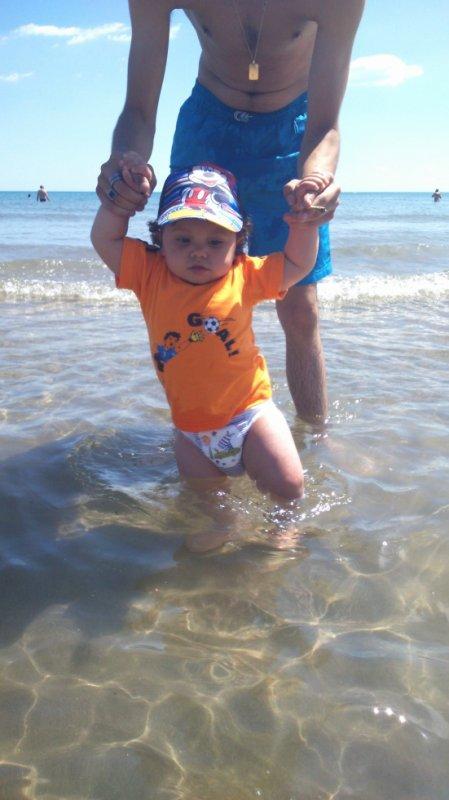 encore mon bebe est moii c est mon pti crapeau dans l eau hihi