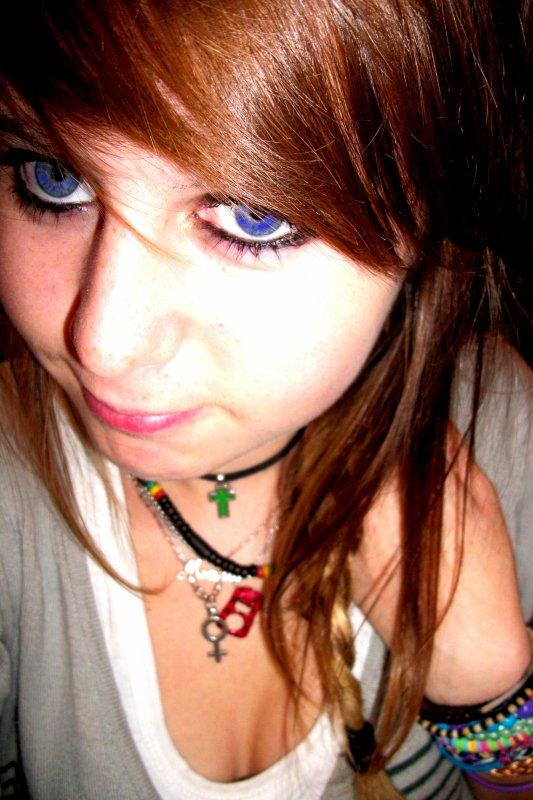 Je veux un ciel Bleu et des rose rouges sang.    _  5625 JOURS  : )