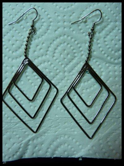 customisation de boucles d'oreilles... en ACRYLIQUE! ©
