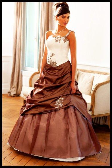 bride vitrail chocolat,white paillettée maison et 3D (ainsi que la robe qui va avec les ongles,ou plutôt inversement ^^ ) ©