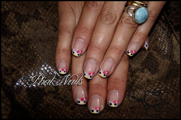 classic Kitty french (sur ongles naturels) ©