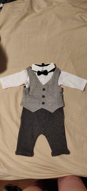 Tenue de baptême civile pour mon baby ! 4 magasins pour trouver une tenue comme ça en taille 1 mois ( Kiabi)! Au loin on sais déjà où aller pour la tenue du baptême religieux !