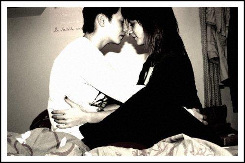 « L'amour ne s'acquiert point par hasard, L'amour est un art. Un art de ne pas voir qu'avec ses yeux, son bonheur Mais d'aimer tout simplement, avec son  coeur. » ♥