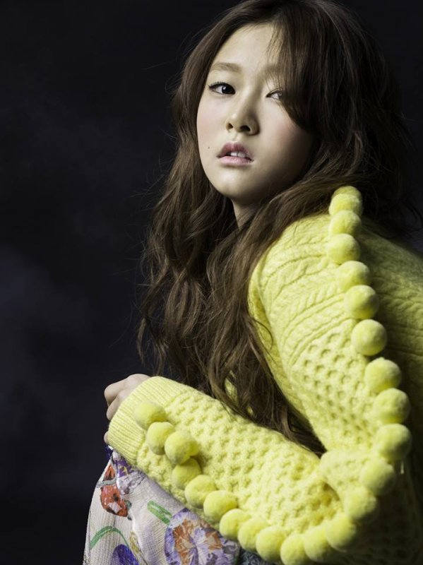 "Shin Ji Hoon propose des photos teaser pour ""It Hurts and Hurts"""