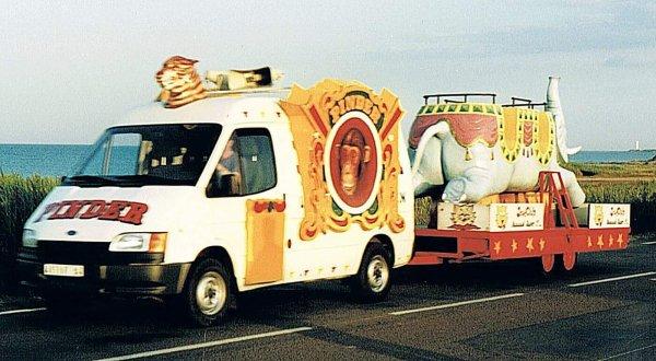 Arrivée cirque PINDER Le chateau d'olonne été 1992. Photo archive de michel.