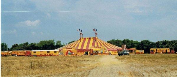 Le cirque PINDER au Chateau D'olonne été 1992. Photo archive de michel (PINDER71)