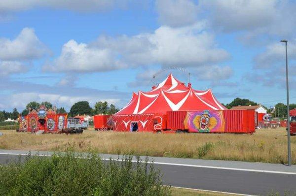 Le cirque Sebastien ZAVATTA direction James DOUCHET dernièrement installé à Challans dans un terrain en bordure de 4voies