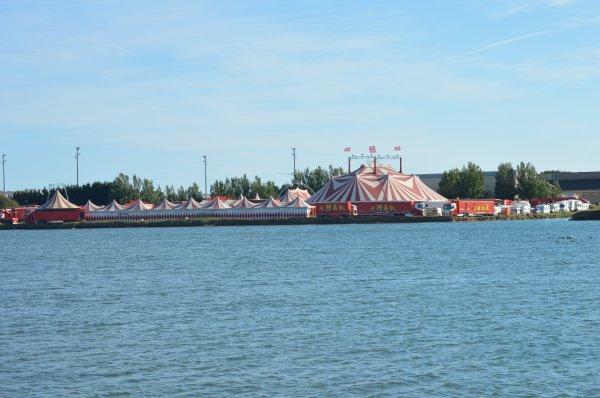 Le cirque AMAR Les SABLES D'olonne 2017, vue depuis les marais