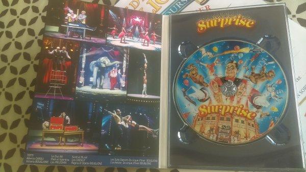 """Dvd du spectacle """"Surprise"""" filmé à Paris au cirque d'hiver en vente au bar pour 15¤ sous la tente d'accueil"""