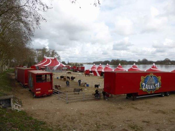 Les superbes installation du cirque Nicolas ZAVATTA de la famille DOUCHET a Beaugency. Photos cirque N.ZAVATTA