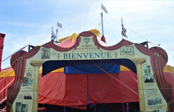"""Le cirque FRANCAIS """"Le bijoux des cirques bretons"""" est actuellement en école de cirque à Vieillevigne(44)."""