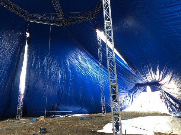 Nouveau chapiteau du cirque FALCK, montage de la toile. Photos de Sebastien