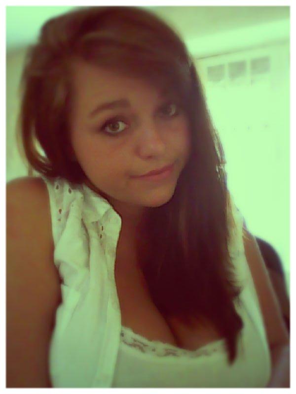 L'amour née d'un regard, vie d'un baiser et meurt d'une larme ♥
