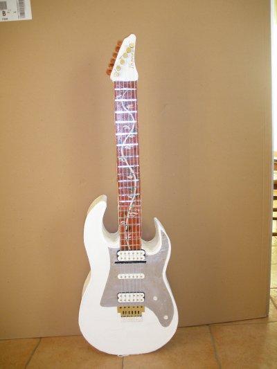 "urne ""guitare"""