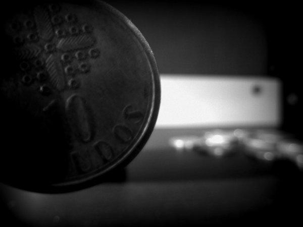 MONEY • Retouchées.