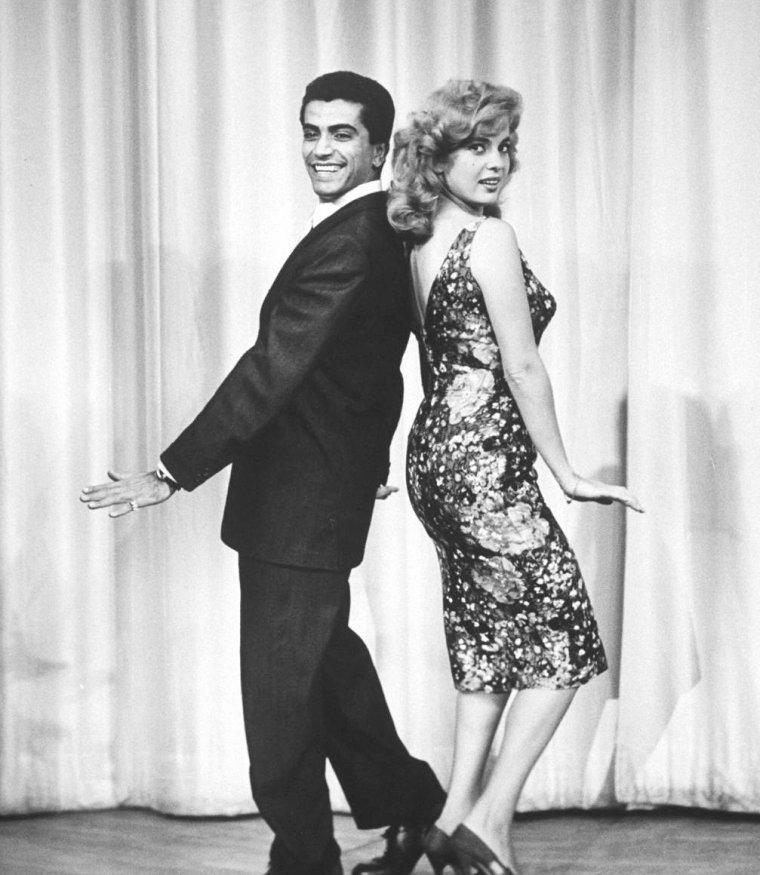 Février 1959, c'est sous l'objectif d'Allan GRANT qu'Abbe LANE improvise un cha-cha.