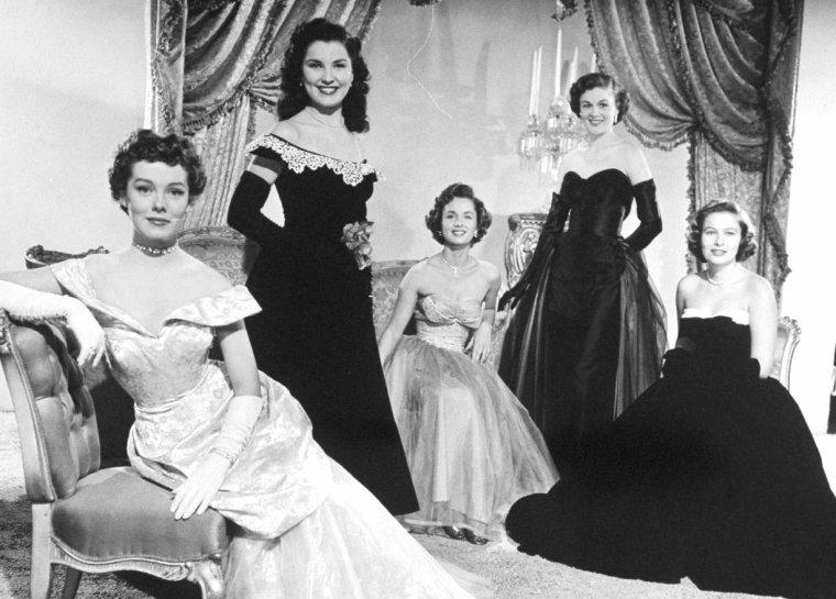 Novembre 1950, cinq starlettes posent pour Loomis DEAN... Elles ont pour noms, de gauche à droite, Phyllis KIRK, Debra PAGET, Debbie REYNOLDS, Jean HAGEN et Nancy OLSON.