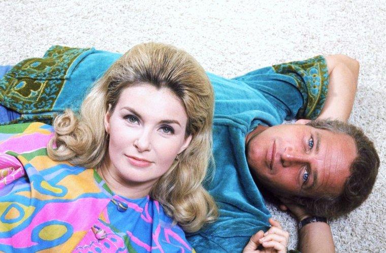 Joanne WOODWARD, son mari Paul NEWMAN et leur fille posent pour Mark KAUFFMAN en 1968.