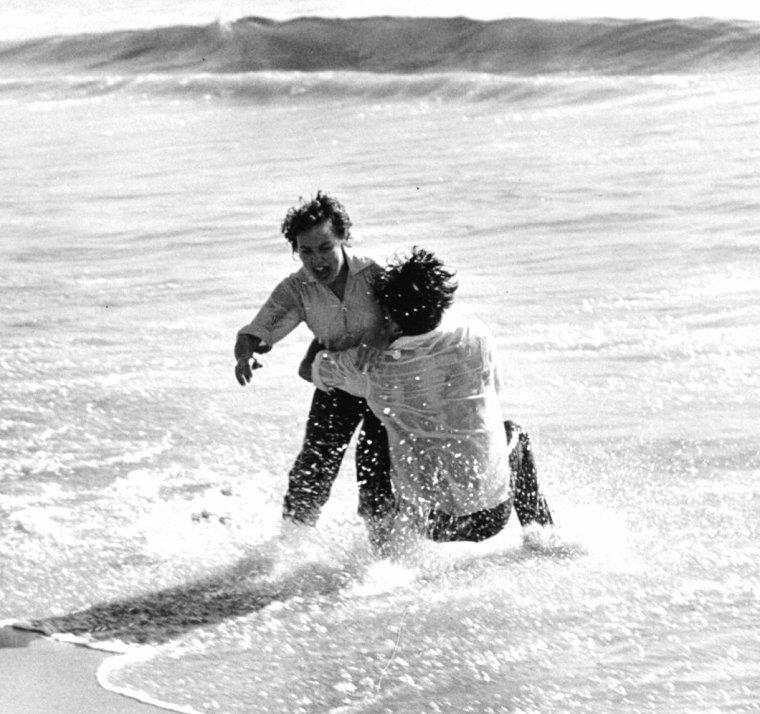 Terry MOORE et Robert WAGNER en Mars 1953 photographiés par George SILK.