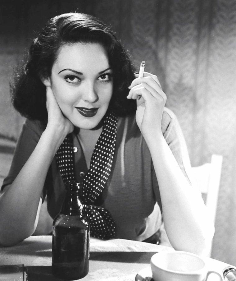 Linda DARNELL le 8 Août 1950 sous l'objectif d'Ed CLARK.