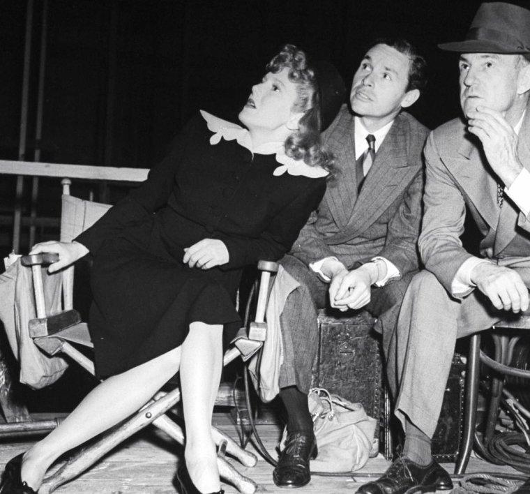 Jean ARTHUR et son mari Frank ROSS sont photographiés ici en 1941 par Peter STACKPOLE.