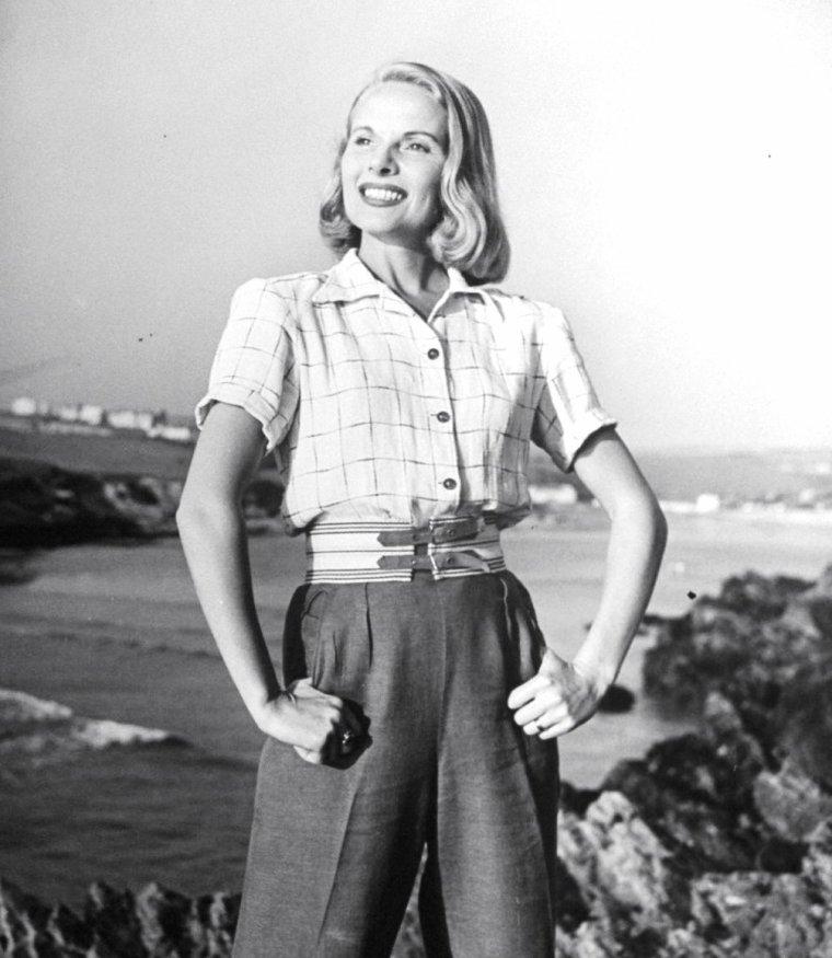 Juillet 1946, Ann TODD et son mari Nigel TANGYE en ballade dans la campagne anglaise sous l'objectif de Ian SMITH.