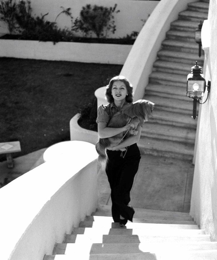 Lana TURNER posant à Hollywood pour Peter STACKPOLE en 1939.