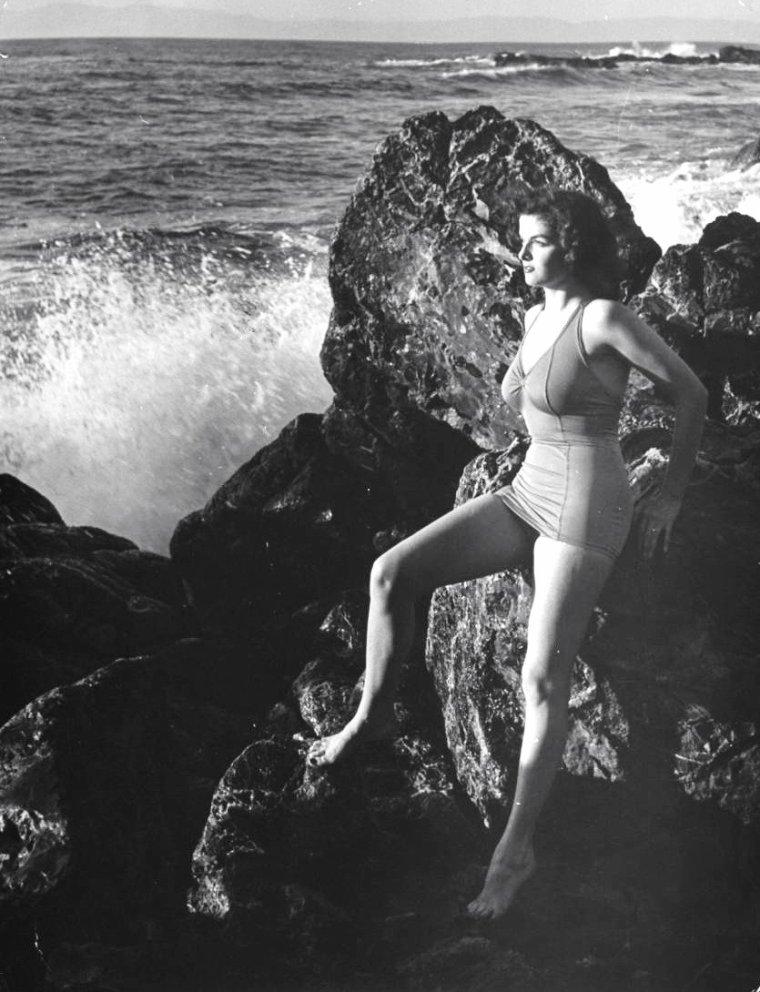 Jane RUSSELL à San-Fernando (U.S.) sous l'objectif d'Eliot ELISOFON en 1942.