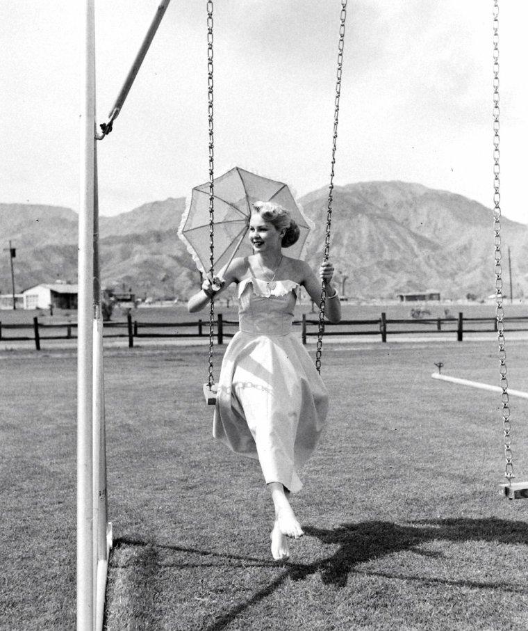 Mars 1949 Joi LANSING prend la pose pour John FLOREA.