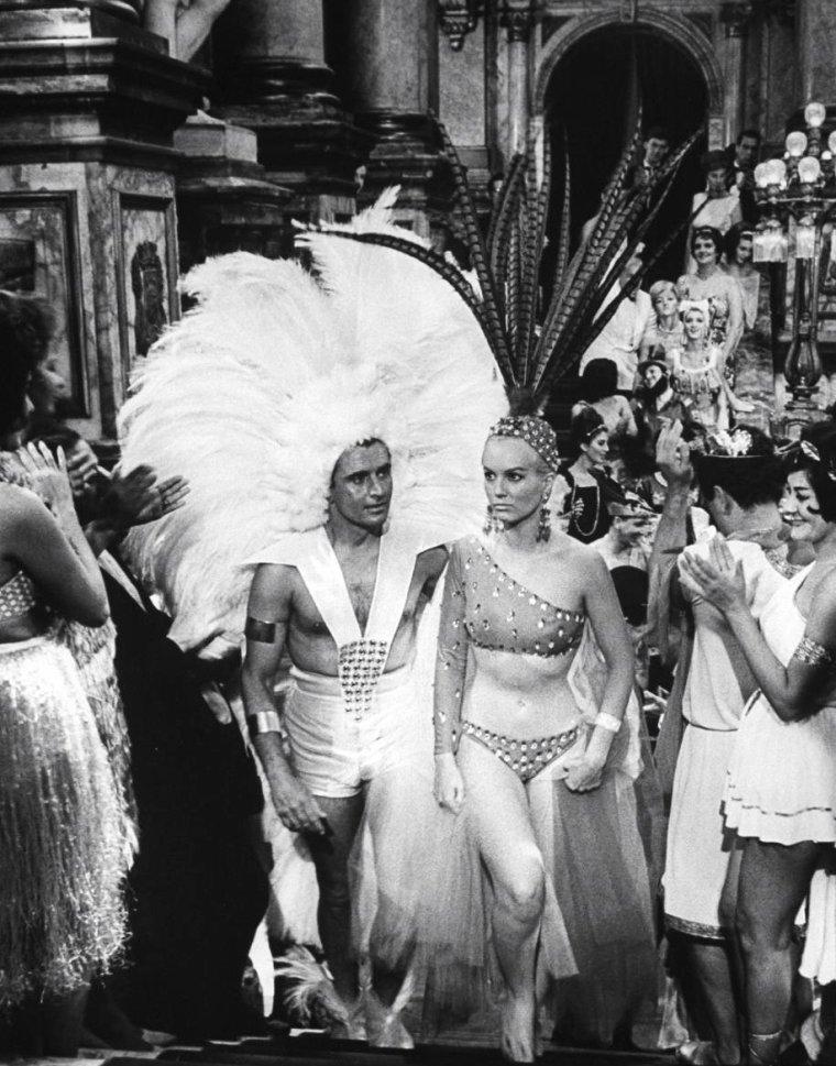 Mylène DEMONGEOT en vacances au Brésil en Juin 1962 photographiée par Paolo MUNIZ.