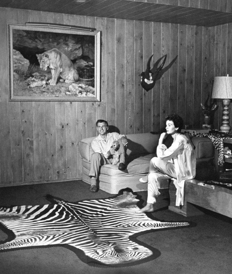 Stewart GRANGER et son épouse Jean SIMMONS posent pour Ed CLARK en Mai 1952 dans leur maison de Bel-Air.