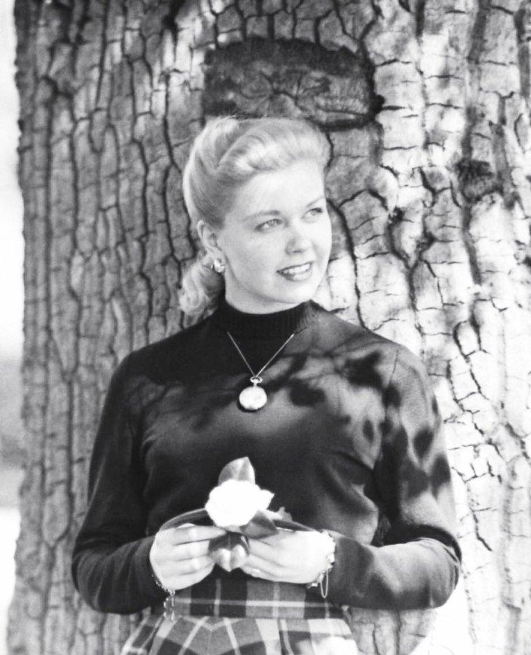 Mars 1948, John FLOREA prend en photo la jeune Doris DAY.