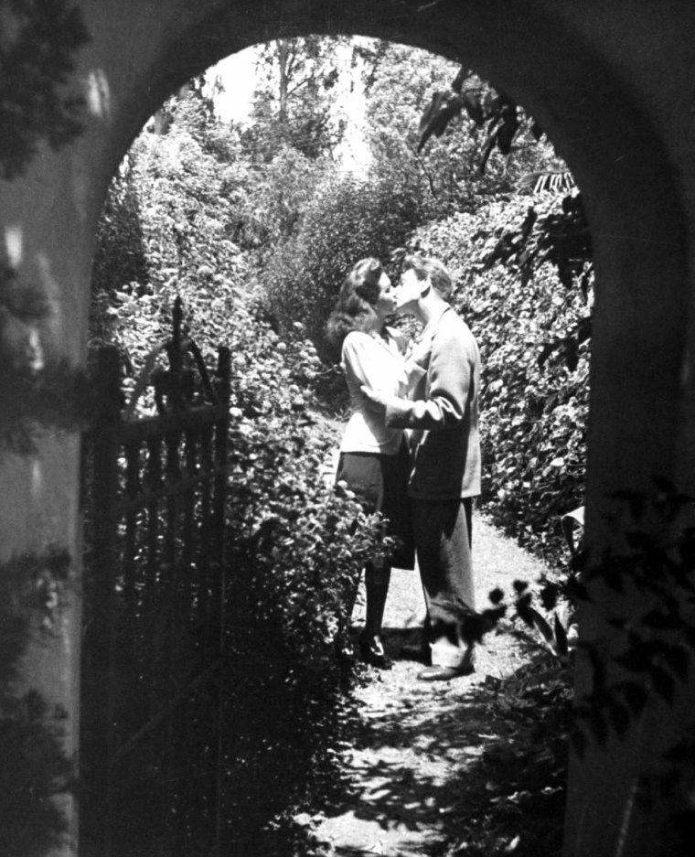 Une journée aux côtés de Jean Pierre AUMONT et Maria MONTEZ en Octobre 1943, photographiés par Walter SANDERS.
