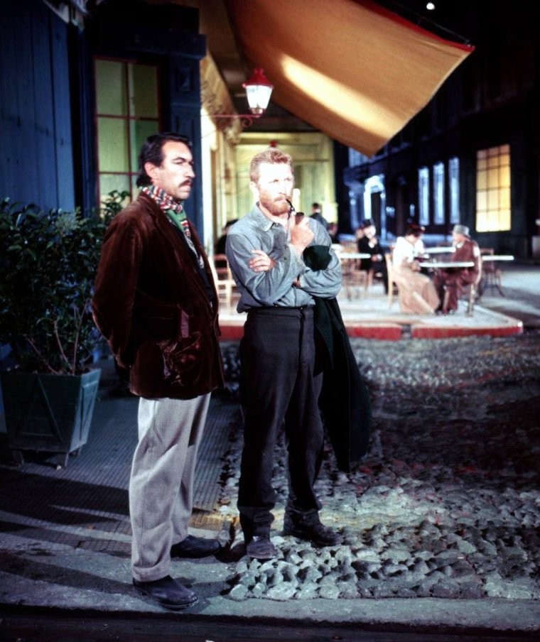 """Kirk DOUGLAS joue le rôle du célèbre peintre Vincent Van GOGH en 1955 dans le film de Vincente MINNELLI """"Lust for life"""" (La vie passionnée de Vincent Van GOGH) aux côtés notamment d'Anthony QUINN. Les photos sont signées Frank SCHERSCHEL prisent en Arles, France."""
