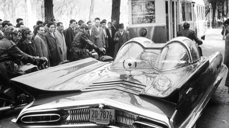 """Debbie REYNOLDS à Madrid en Espagne pour les besoins du film """"A started with a kiss"""" de George MARSHALL en 1959. Photos signées Loomis DEAN."""