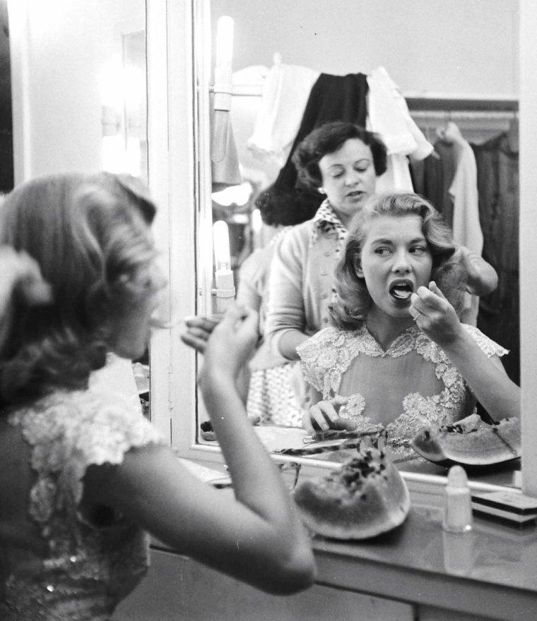 Peggy DOW par Allan GRANT, 7 Juillet 1950.