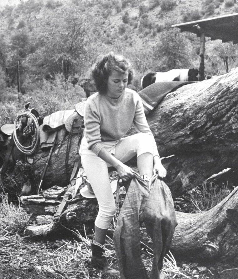 Barbara HALE en 1946 par Peter STACKPOLE.